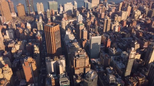 vídeos de stock e filmes b-roll de aerial view of manhattan - expansão urbana