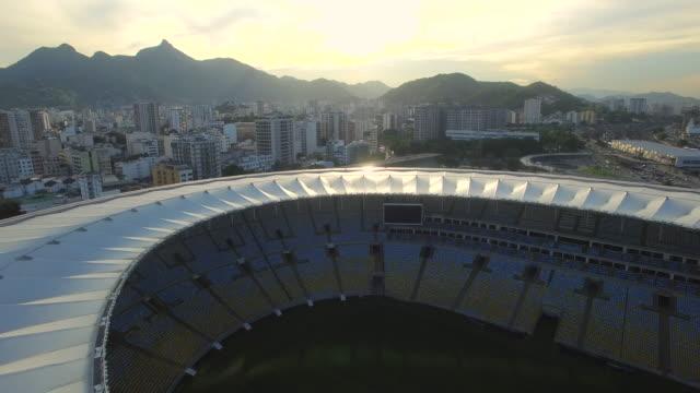 stockvideo's en b-roll-footage met aerial view of maracana stadium rio de janeiro - absentie