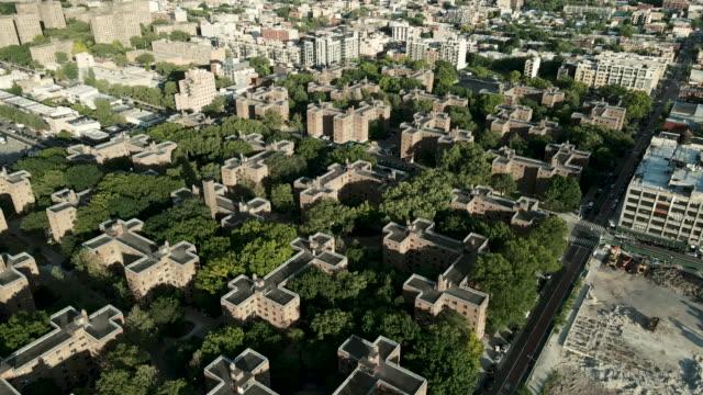 aerial view of marcy housing projects brooklyn - kommunalt bostadsområde bildbanksvideor och videomaterial från bakom kulisserna