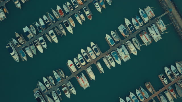 vídeos de stock e filmes b-roll de aerial view of marina,pattaya - marina