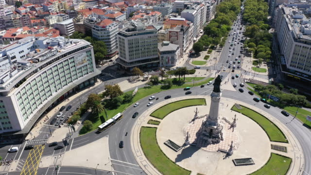 vídeos y material grabado en eventos de stock de vista aérea de la plaza marqués de pombal en lisboa - eduardo vii park