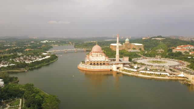 aerial view of masjid putra or putra mosque, the federal territory of putrajaya - putrajaya stock videos & royalty-free footage