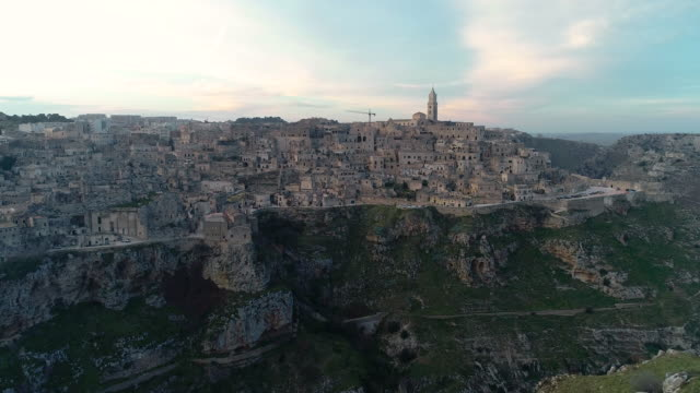vista aerea di matera al tramonto. 4k - dramatic landscape stock videos & royalty-free footage