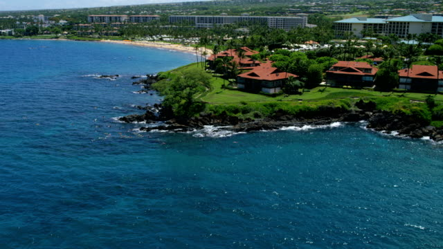 aerial view of maui tourist resort wailea beach - hawaii inselgruppe stock-videos und b-roll-filmmaterial