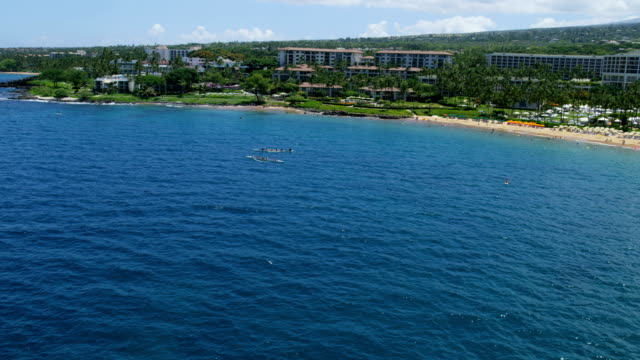 aerial view of maui tourist resort wailea beach - polynesian ethnicity stock videos & royalty-free footage