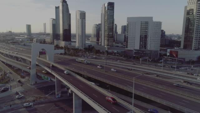 stockvideo's en b-roll-footage met aerial view of melbourne's west gate freeway. melbourne australia - zuidelijk halfrond