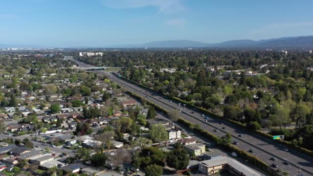 stockvideo's en b-roll-footage met luchtmening van de buurt van menlo park palo alto dichtbij het bureau van facebook - birthplace of silicon valley