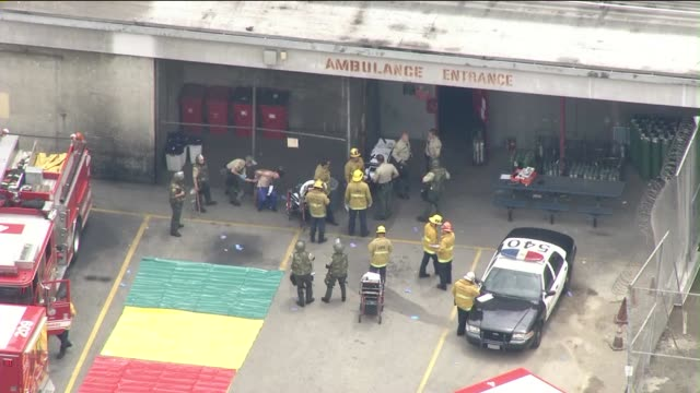 stockvideo's en b-roll-footage met ktla aerial view of men's central jail after riot erupts on june 3 2015 four inmates were injured when a riot erupted a large fight between latino... - triage
