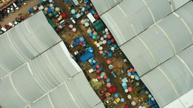 vídeos y material grabado en eventos de stock de vista aérea del mercado de abastos en la ciudad de méxico. - mercado espacio de comercio