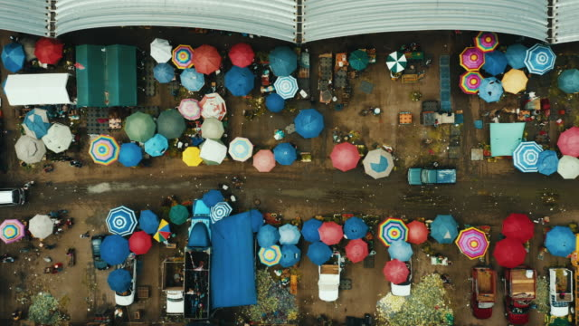 aerial view of mercado de abastos in mexico city. - bancarella video stock e b–roll