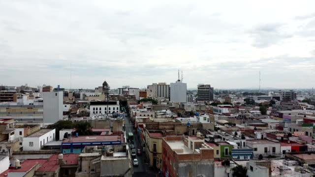 vídeos de stock, filmes e b-roll de vista aérea do méxico - guadalajara / jalisco - méxico