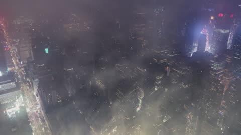 t/l ws ha zi aerial view of midtown manhattan in fog, nyc - hd format stock-videos und b-roll-filmmaterial