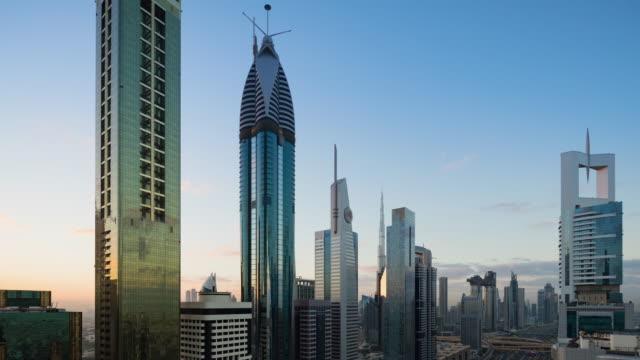vidéos et rushes de t/l ws zo vue aérienne des gratte-ciel modernes et du paysage urbain à dubaï, eau - 10 seconds or greater