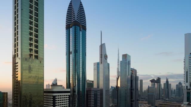 vidéos et rushes de t/l ws ha vue aérienne des gratte-ciel modernes et du paysage urbain à dubaï, eau - 10 seconds or greater