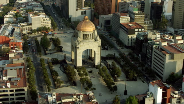 aerial view of monument in mexico city - monumente stock-videos und b-roll-filmmaterial