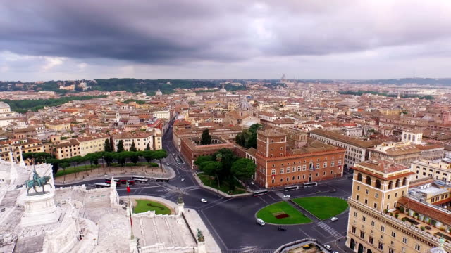 aerial view of monumento a vittorio emanuele ii and piazza venezia - altare della patria stock videos and b-roll footage