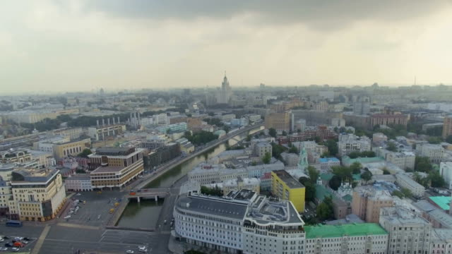 vidéos et rushes de aerial view of moscow and river - moscow russia