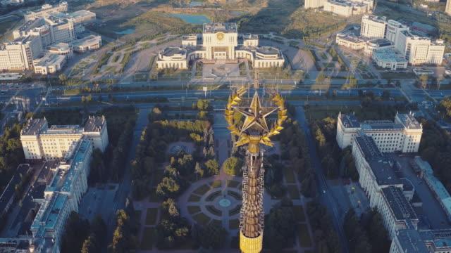 vídeos y material grabado en eventos de stock de aerial view of moscow state university spire - edificio de enseñanza