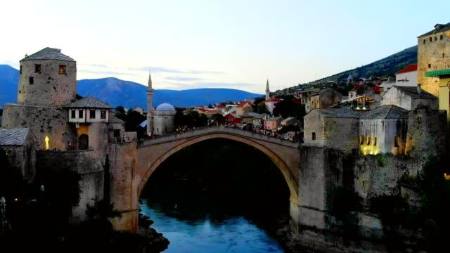 莫斯塔爾市和內雷特瓦河的鳥圖----波士尼亞和黑塞哥維那和赫塞格維納, - 波斯尼亞 赫塞哥維納 個影片檔及 b 捲影像
