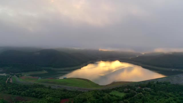aerial view of mountain and lake at mae ngat dam reservoir in mae taeng district, chiang mai with fog at sunrise - hydroelectric power stock videos & royalty-free footage