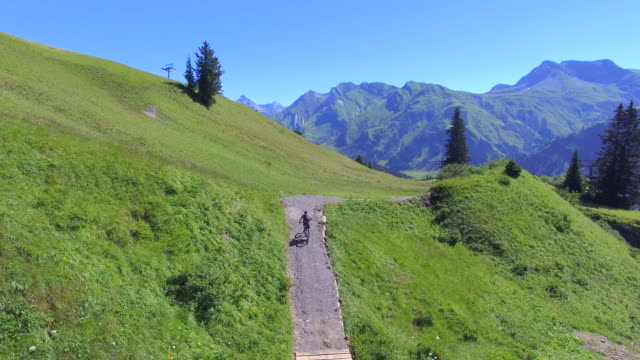 aerial view of mountain bikers on a scenic singletrack trail. - goodsportvideo stock videos and b-roll footage