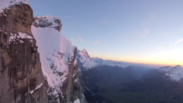 アルペングローの山の崖の空中写真 - switzerland点の映像素材/bロール