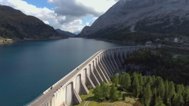 aerial view of mountain dam and forest - diga video stock e b–roll