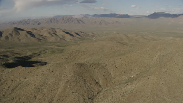 aerial view of mountains and desert in western usa - nevada stock videos & royalty-free footage
