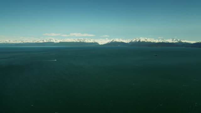 vídeos de stock, filmes e b-roll de aerial view of mountains and kachemak bay alaska - eco tourism