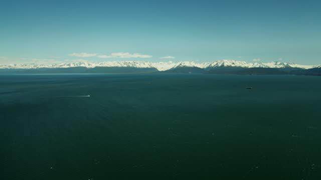 vídeos de stock e filmes b-roll de aerial view of mountains and kachemak bay alaska - eco tourism