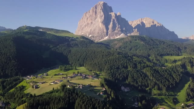aerial view of mountains and villages in italy - val gardena video stock e b–roll