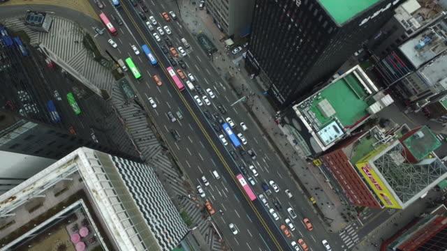 aerial view of moving traffic on gangnamdaero road - ソウル点の映像素材/bロール