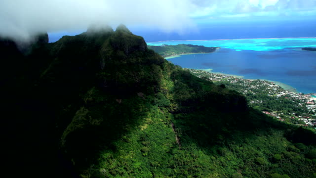aerial view of mt otemanu bora bora island - tahiti video stock e b–roll