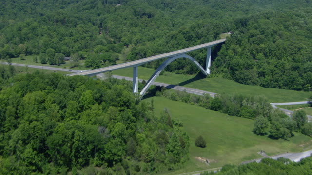 aerial view of natchez trace parkway bridge with tree covered landscape, williamson county, tennessee, united states of america - tennessee video stock e b–roll