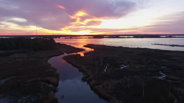 vídeos de stock e filmes b-roll de drone. aerial view of natural marshlands during majestic sunset near the cape fear river - wilmington carolina do norte