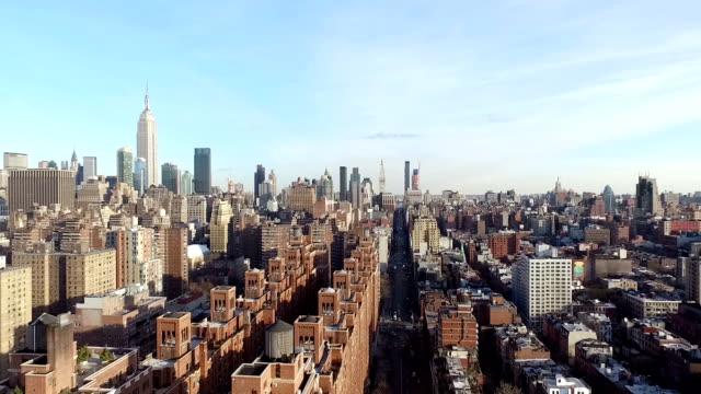 vídeos de stock, filmes e b-roll de vista aérea da cidade de nova york - centro de manhattan