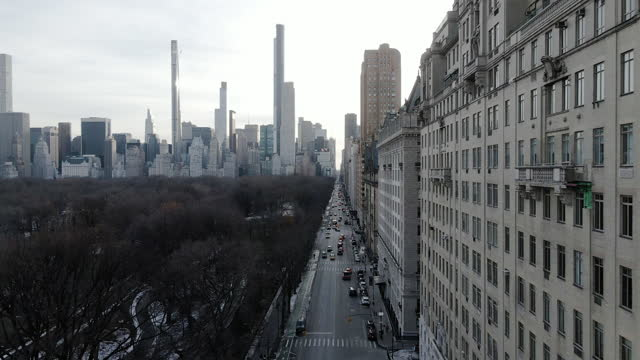 stockvideo's en b-roll-footage met aerial view of new york city's upper west side on a winter afternoon - central park manhattan