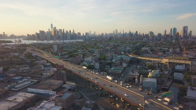 stockvideo's en b-roll-footage met luchtmening van new york van de sporen van de wegtrein - wall street lower manhattan