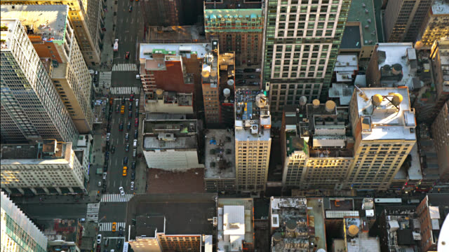 stockvideo's en b-roll-footage met luchtfoto van de straat van new york - wall street lower manhattan
