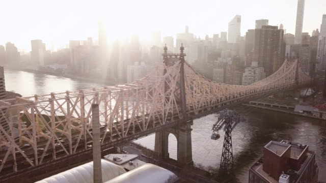 vídeos de stock, filmes e b-roll de aerial view of new york's queensboro bridge - queens new york city