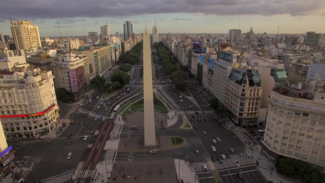aerial view of obelisk de buenos aires argentina - obelisk stock-videos und b-roll-filmmaterial