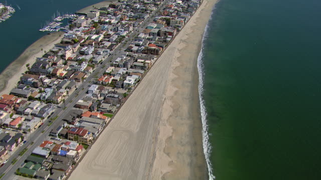 aerial view of oceanside blvd in long beach, california, with alamitos bay in the background. - long beach california video stock e b–roll