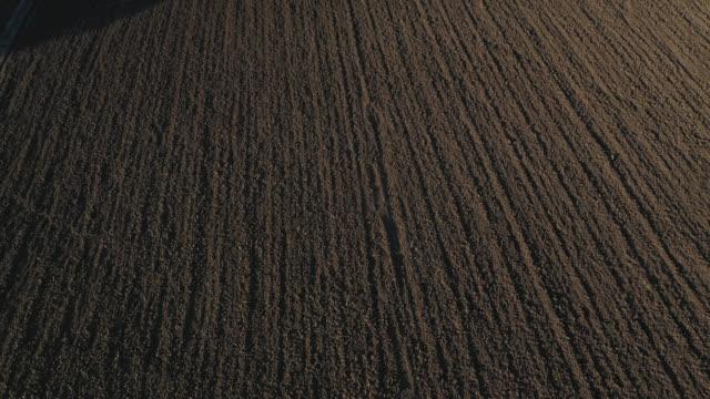 vídeos y material grabado en eventos de stock de aerial view of on a plowed field - arar
