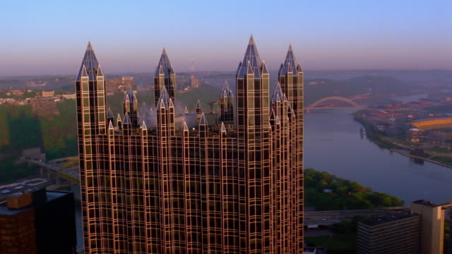 aerial view of one ppg place / downtown pittsburgh - pittsburgh video stock e b–roll