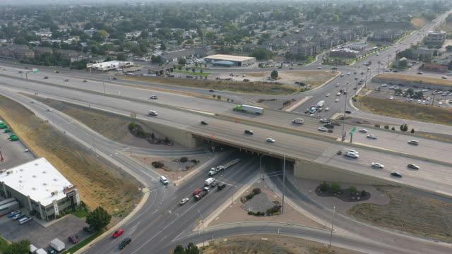 vídeos de stock, filmes e b-roll de aerial view of orem center street exit on i-15 with traffic - orem