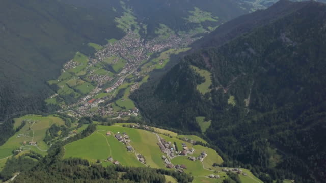 aerial view of ortisei - val gardena - dolomites - altopiano video stock e b–roll