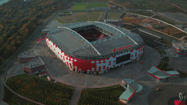 vídeos de stock e filmes b-roll de aerial view of otkrytie arena football stadium - estádio