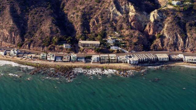 vídeos y material grabado en eventos de stock de ha aerial view of pacific coast highway and beach houses in malibu, red r3d 4k, 4k, 4kmstr - televisión de ultra alta definición