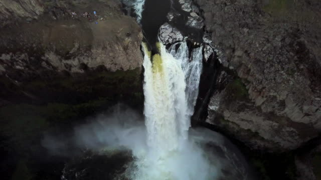 aerial view of palouse falls with tourists - palouse stock videos & royalty-free footage