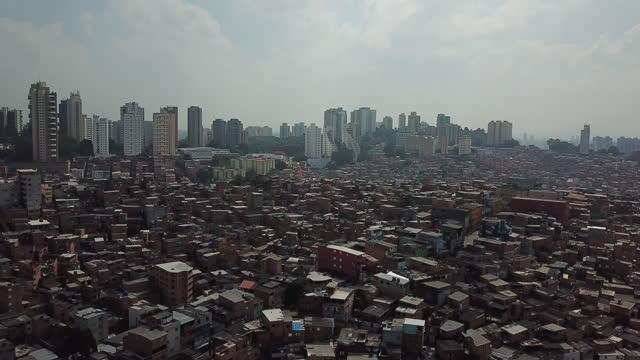 aerial view of paraisópolis favela in são paulo, brazil - são paulo stock videos & royalty-free footage